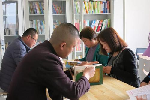 青岛福彩爱心图书室落户曹家庄 购置书柜桌椅以及5万余元的图书
