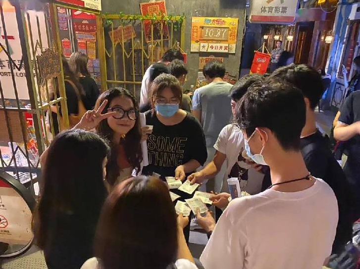"""体彩实体店成为""""网红""""打卡点"""